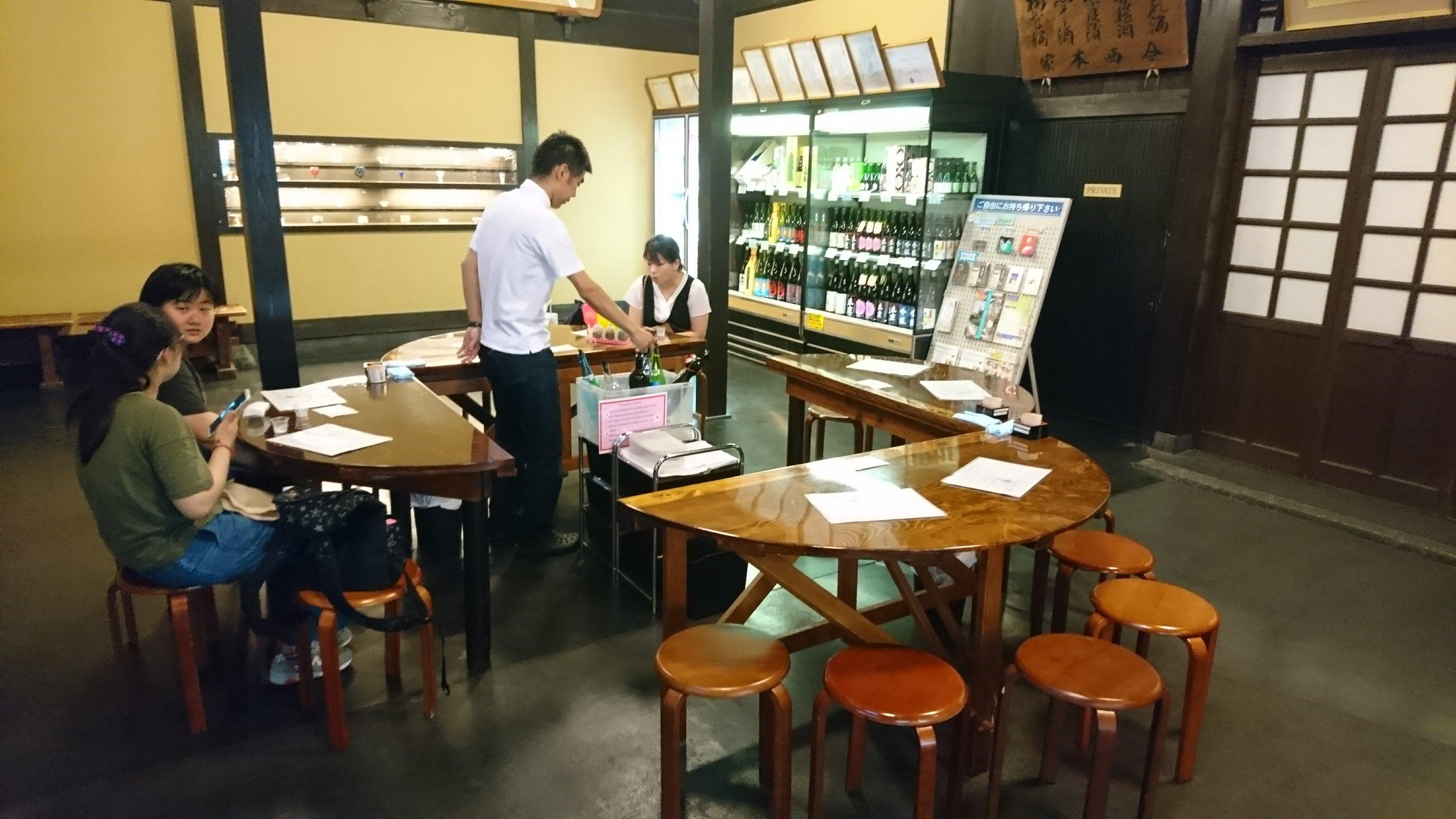 奈良の今西清兵衛商店店内