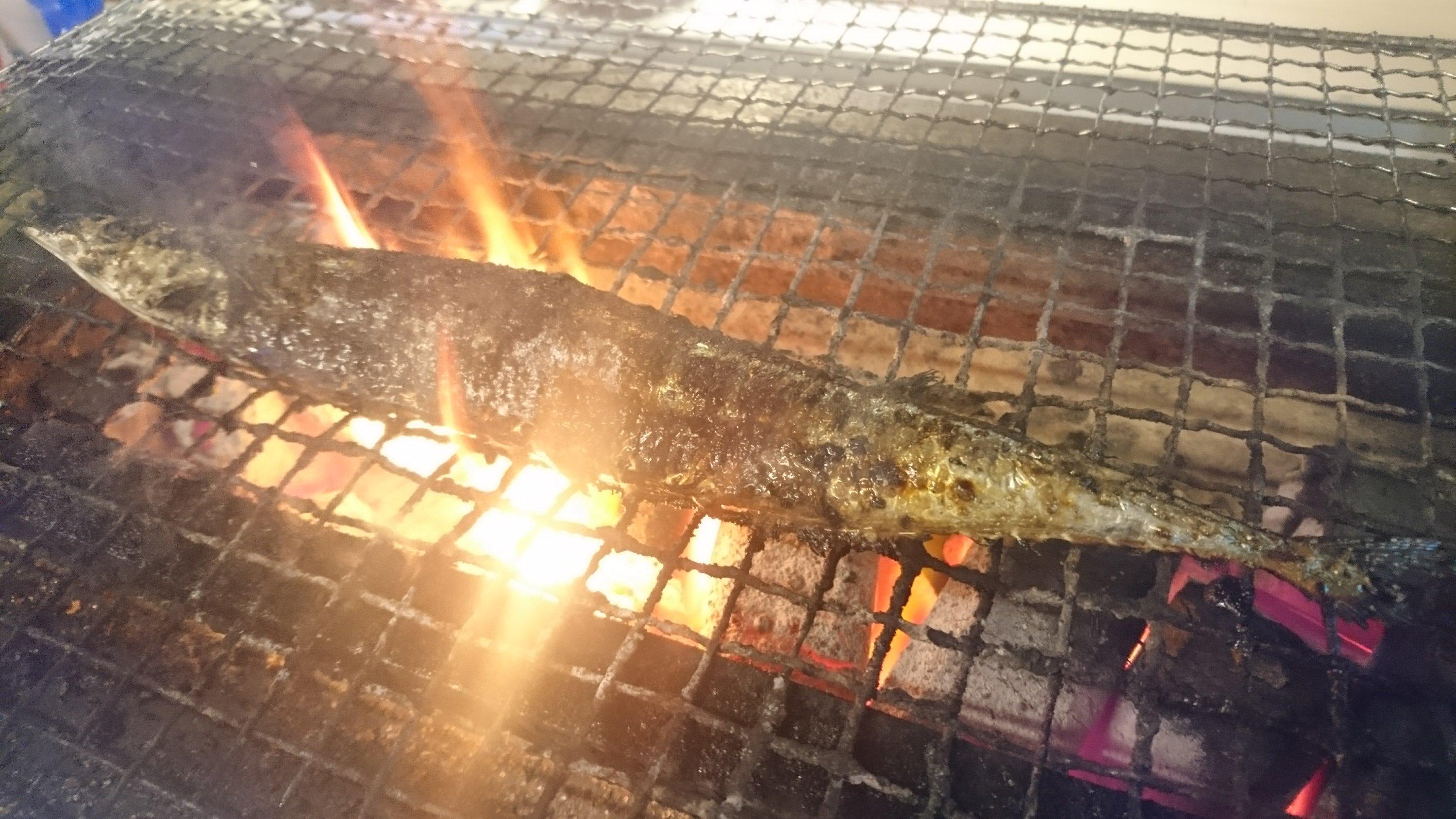 秋といえばこれ!秋刀魚の炭火塩焼き