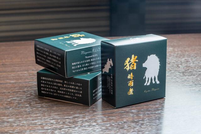 舞鶴市内では4/1より、山下酒店様(西舞鶴)・サカイリカーショップ様(東舞鶴)でお求めいただけます。1缶850円(税込)