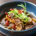 京都府宮津市上世屋の猪肉の、最も煮込み料理に適している部位のスネ肉を使用しています。